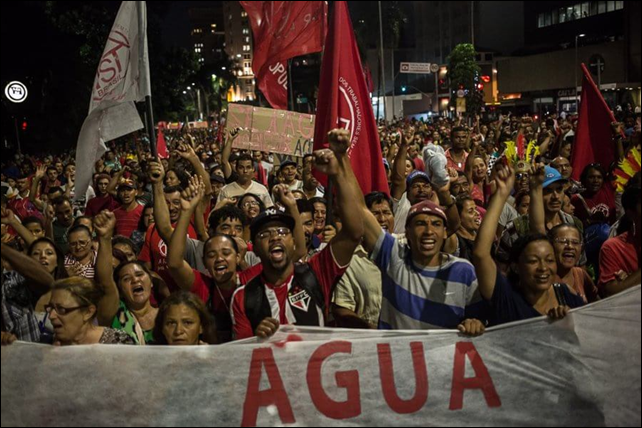 The first major public protest against the water crisis in São Paulo was held at the Iguatemi Mall, on 26 February 2015. Protesters want to hold the government of São Paulo and Sabesp responsible for the crisis, and to ask for measures to reduce the impact of the crisis on the poorest population (which has been the most affected by the water rationing, despite official denials). Photo: Mídia NINJA/ContaDagua.org
