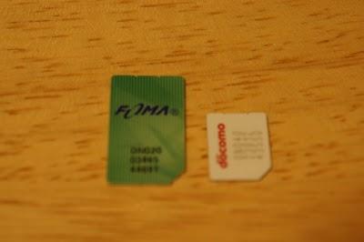左が標準SIM、右がMicroSIM