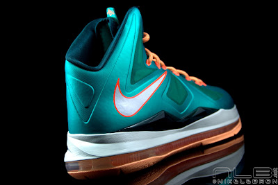 lebron10 dolphins 43 web black The Showcase: Nike LeBron X Setting / Miami Dolphins