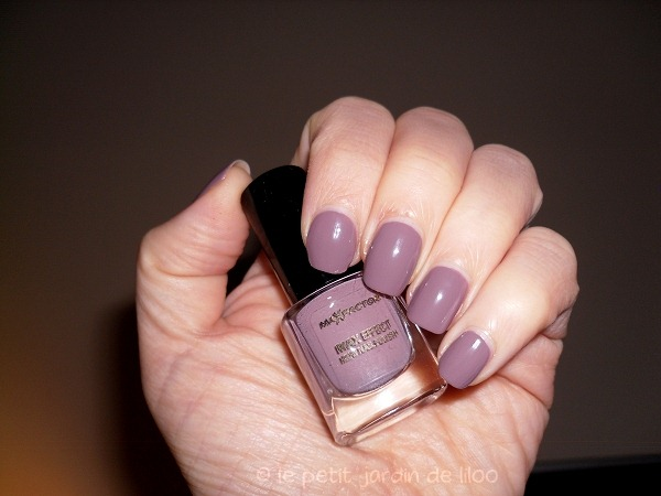 003-max-factor-max-effects-mini-nail-polish-cappuccino