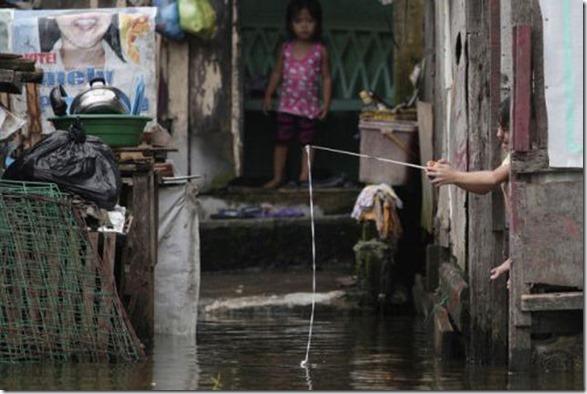 happy-flood-people-44