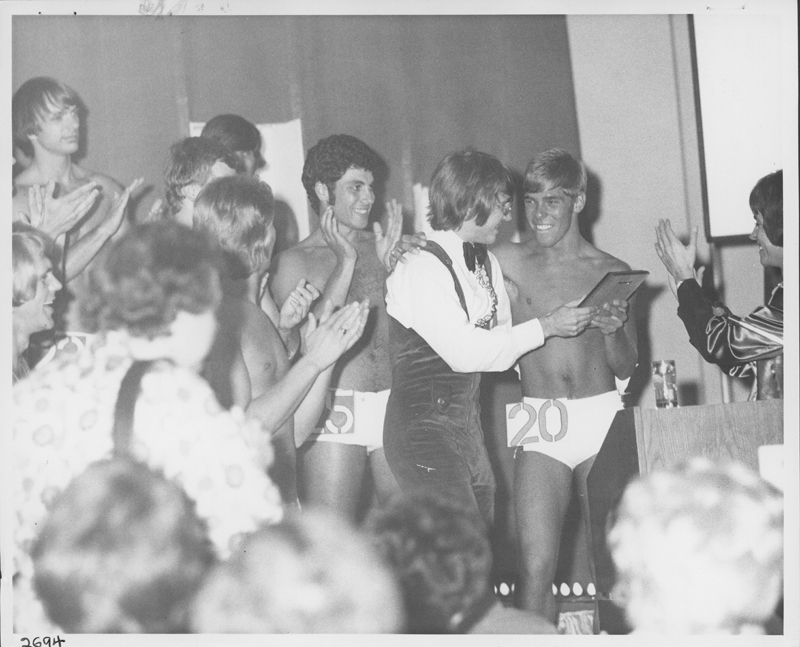 """Little Honker"" receives the Mr. Congenality award at the Groovy Guy Contest at the Grand Ballroom of the International Hotel. He picked up the nickname meaning, always happy and smiling as a child in Oklahoma. August 25, 1972."