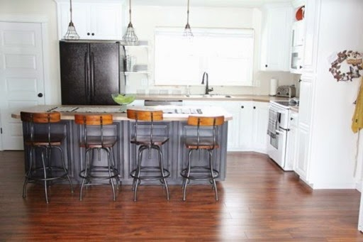 Dark-Painted-Kitchen-Island