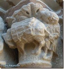 Hombre siguiendo a un burro - Iglesia de la Virgen del Puerto