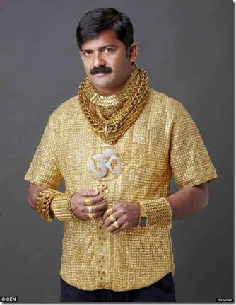 omul cu tricou de aur