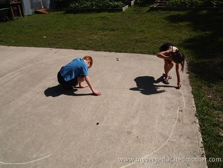 Makingasundial1 #summerfunwithkids #summertimeprojects #homeschooling