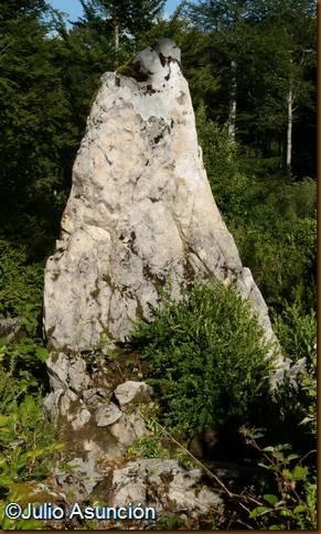 Menhir de Sakarteburu - Mezkiritz