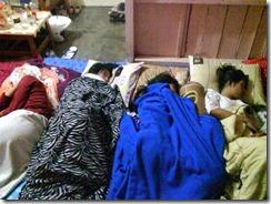 Tidur di ruang tengah