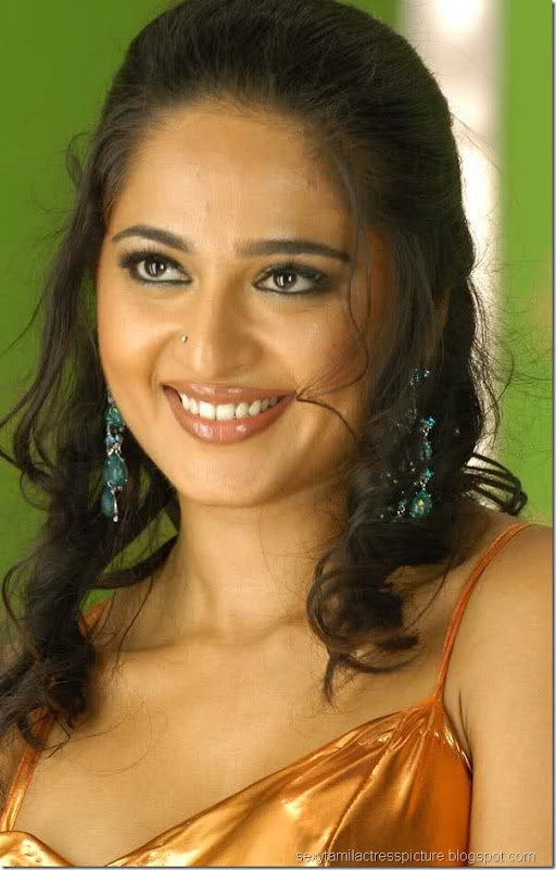 Actress_anuskha_hot_pictures_02