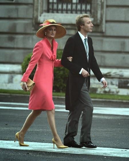 María Zurita, prima del príncipe Felipe, llegó del brazo de su hermano Fernando