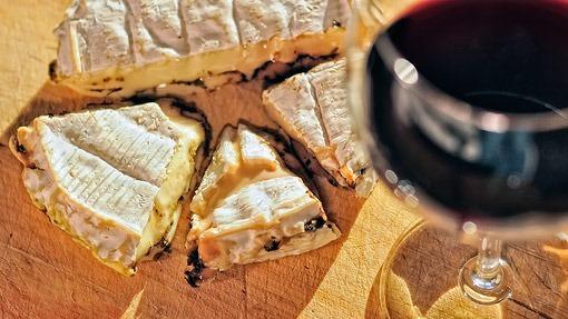 camembert i wino