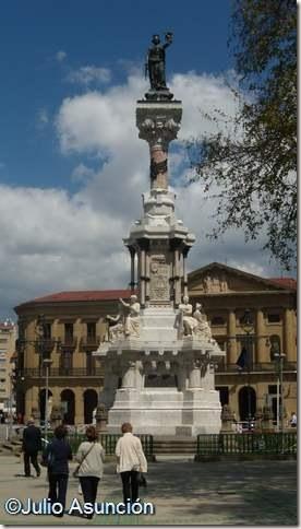 Monumento a los Fueros en el Paseo Sarasate - Pamplona
