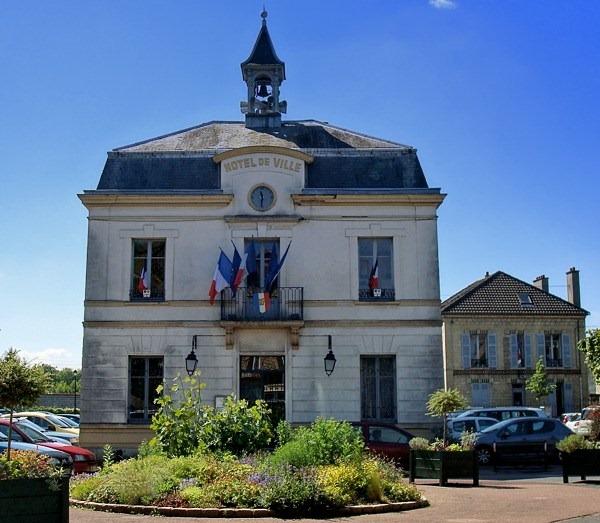 Auvers-City-Hall
