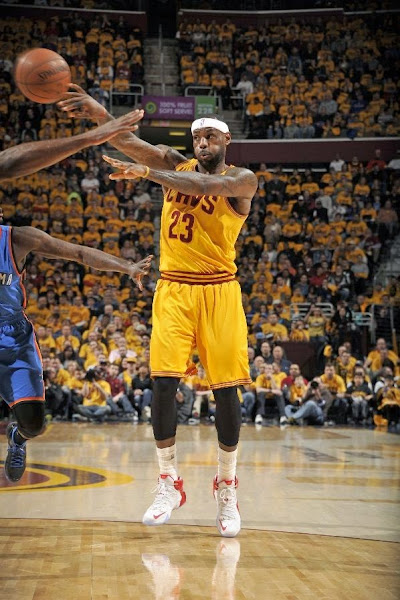 LeBron Drops 34 in Cavs Win Over OKC in New LeBron 12 PEs