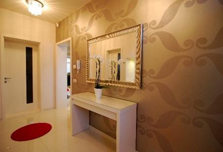 Blanco negro y rojo decoraci n interior departamento for Decoracion escaleras duplex