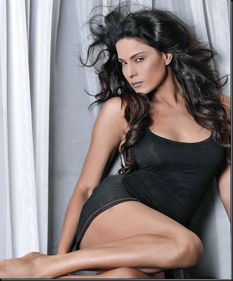 Veena-Malik-FHM-Magazine-Photo-Shoot---Hot-Photos-131