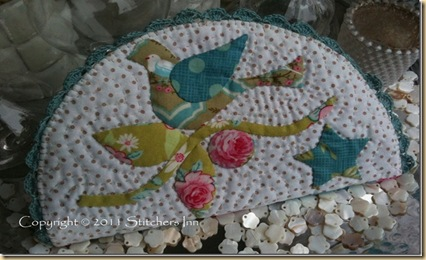 WINTWE BIRD NEEDLECASE BY STITCHERS INN