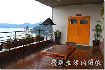 南投日月潭-映涵飯店星空景觀餐廳外邊露台的景色。