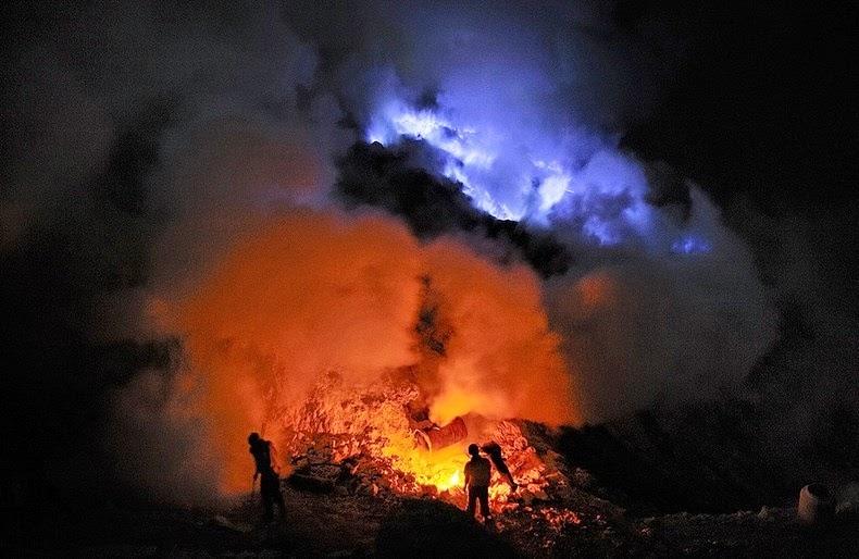 «كواه Kawah بركان لهباً kawah-ijen-4%25255B5