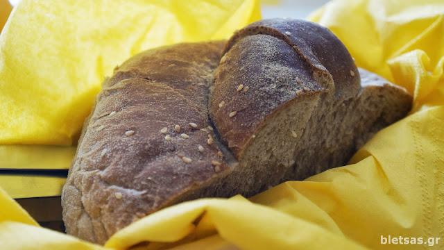 """Ψωμάκι ζυμωτό ολικής! Στη ταβέρνα """"Συριανή Κουζίνα"""""""