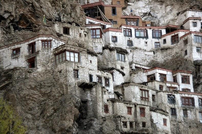 phugtal-monastery-10