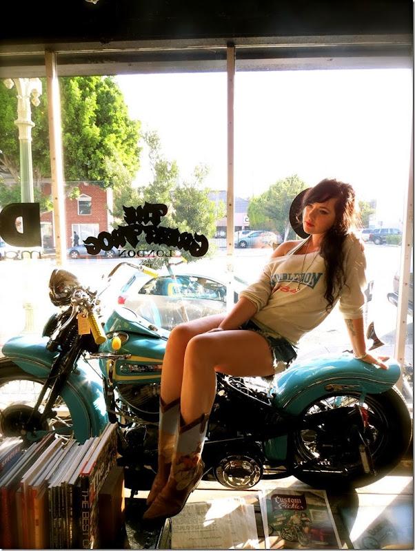 harley_davidson_girl_biker