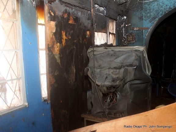 Une vue intérieure du studio de la chaine de télévision RLTV incendié le 6/9/2011