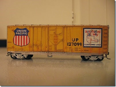 IMG_6249 Athearn  40-foot Grain-Loading Boxcar Union Pacific #127099