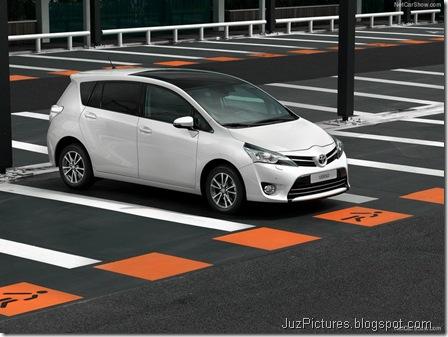 Toyota-Verso_2013_800x600_wallpaper_06