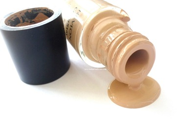 revlon-colorstay-foundation-review-swatches