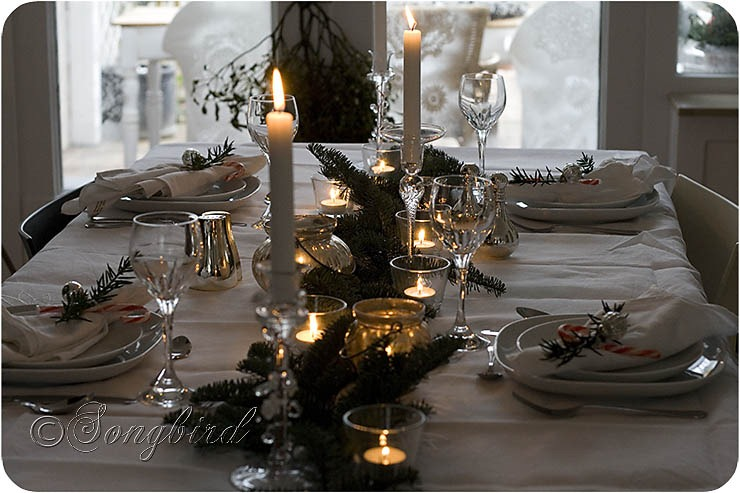 Songbird Christmas Table Setting 19