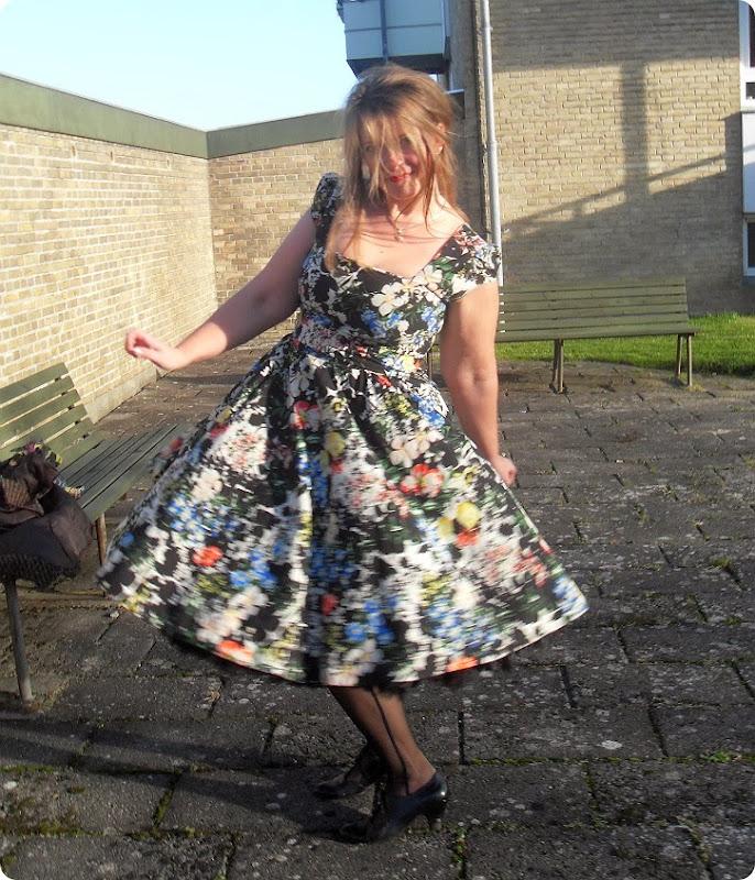 PinUp ... med swing dress og strutskørt...