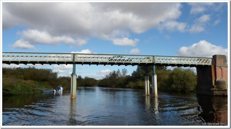 SAM_3338 Aldwark Toll Bridge