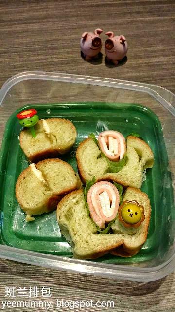 Pandan bread roll 班兰排包
