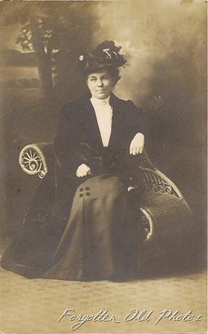 Postcard Suzie 1910 from Jen