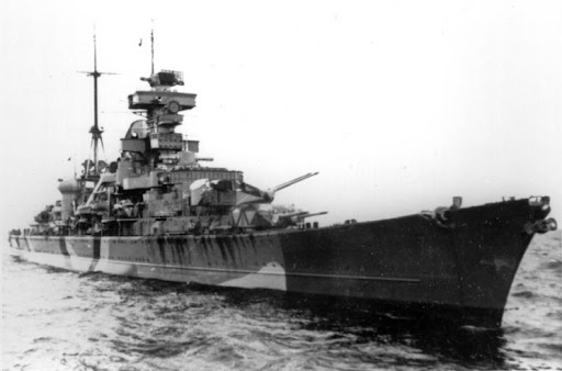 Prinz Eugen. The bow is painted in a dark color and at the bottom of the hull where the dark paint ends, is a false bow wave painted in white. This was meant to confuse enemy gunners as to the size and speed of the ship. (Photo from Bundesarchiv)