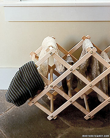 This rack is perfect to dry hats, scarves and gloves on.