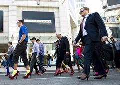 Toronto: Walk a mile in her shoes تورونتو - ماراثون المشي لمسافة ميل في حذاء المرأة