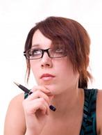 Atraente jovem mulher de negócios com óculos [www.123RF.com]