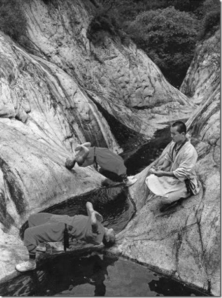 shaolin-monks-training-011
