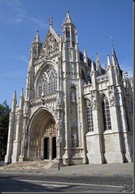 14867574-bruxelles--notre-dame-du-sablon-l-39-eglise-gothique--portail-sud