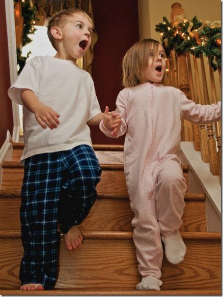 happy-kids-christmas-morning-14