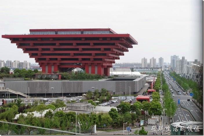 上海-望湘園。從世博文化中心也可以遙望隔壁由許多的中文【華】字所組成的中華藝術宮(前世博會中國館)。