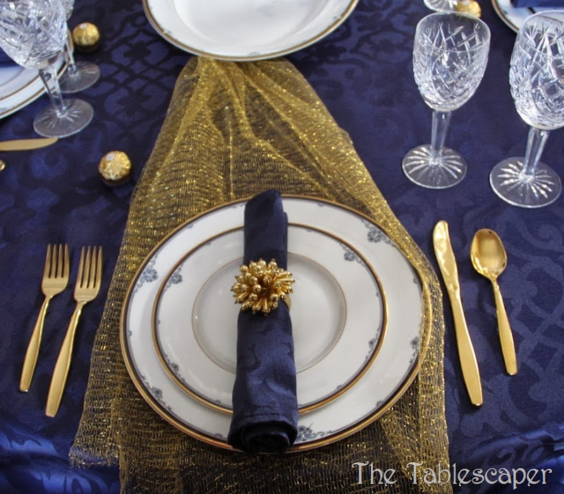Kick up wedding china - The Tablescaper02
