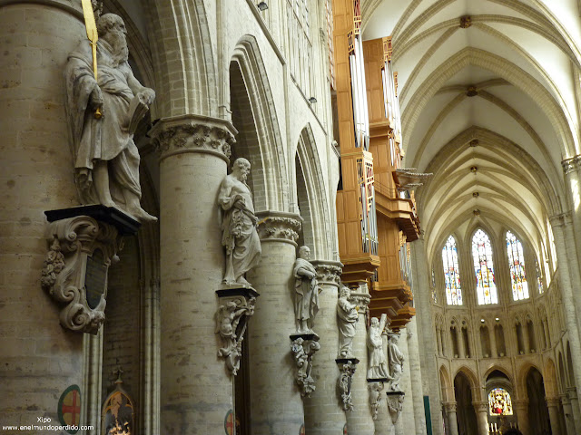 interior-catedral-saint-michel-et-gudula.JPG