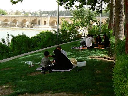 Isfahan: Picnic