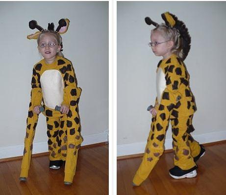 jirafa con muletas