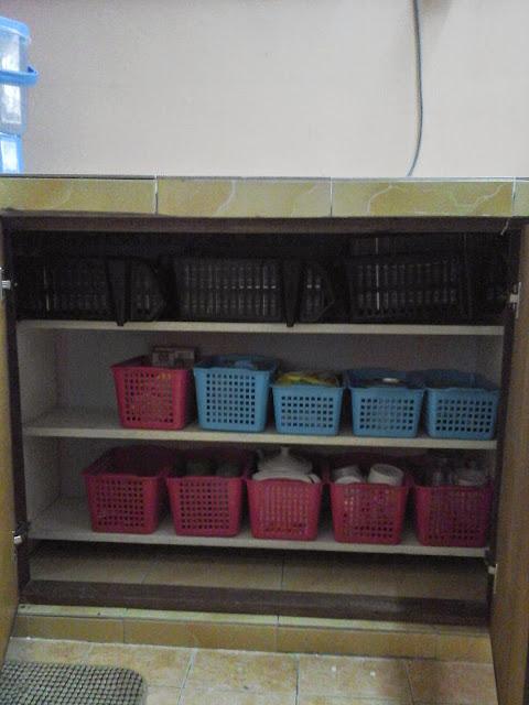 Lemari pakaian rak tv kitchen set kontraktor renovasi for Kabinet kitchen set
