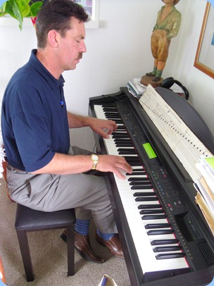 Peter Littlejohn playing Delyse's Clavinova