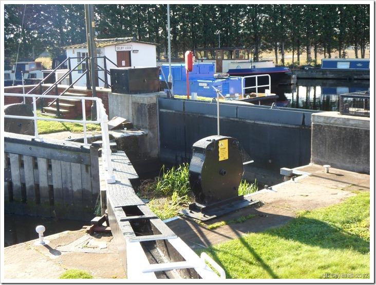 SAM_3504 Flood Gate at Selby Lock